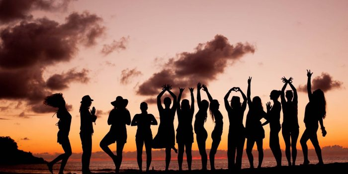 amor-boutique-hotel-yoga-retreat-group-silhouette-sunset
