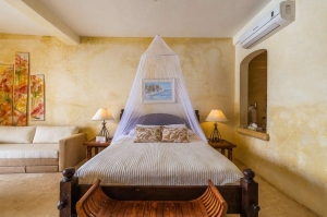 amor-boutique-hotel-hotelito-king-bed-mosquito-net-luxury-vacation-rental