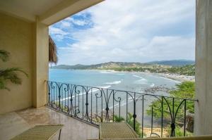 amor-boutique-hotel-hotelito-ocean-view-balcony-luxury