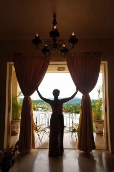 amor-boutique-hotel-hotelito-woman-silhouette-ocean-view
