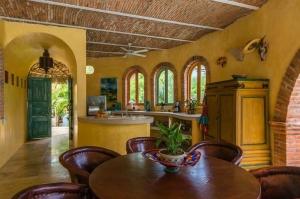 amor-boutique-hotel-las-palmas-dining-room-kitchen