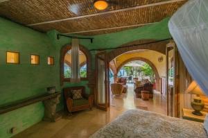 amor-boutique-hotel-las-palmas-green-master-bedroom-venetian-plaster