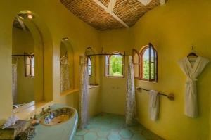 amor-boutique-hotel-las-palmas-master-luxury-bathroom
