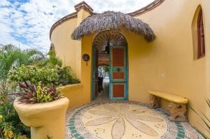amor-boutique-hotel-las-palmas-mexican-door