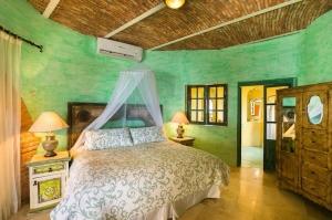 amor-boutique-hotel-las-palmas-sayulita-mexico-master-bedroom-luxury