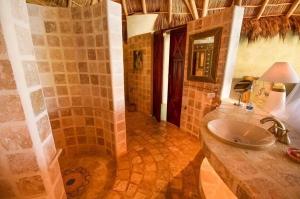 amor-boutique-hotel-olito-bathroom