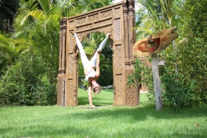 amor-boutique-hotel-sayulita-yoga-handstand
