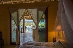 amor-boutique-hotel-sirenita-bedroom-ocean-view-large-terrace