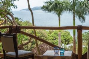 amor-boutique-hotel-villa-manana-ocean-view-balcony-seating