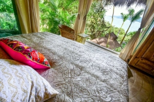 amor-boutique-hotel-villa-manana-ocean-view-bedroom