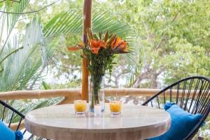 10-amor-boutique-hotel-in-sayulita-la-costa-margaritas-flowers