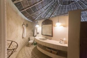 8-amor-boutique-hotel-in-sayulita-la-costa-bathroom-mirror