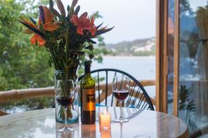 9-amor-boutique-hotel-in-sayulita-la-costa-wine-glasses-ocean-view