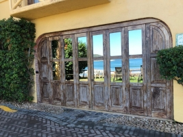 amor-boutique-hotel-la-playa-open-wood-doors-hotel-room