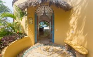 VillaLasPalmas-amor-boutique-hotel-sayulita-main-entrance-39