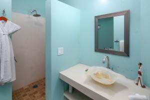Villa Terraza-amor-boutique-hotel-sayulita-bathroom