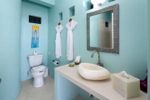 Villa Terraza-amor-boutique-hotel-sayulita-second-bedroom-bathroom
