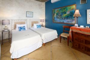 Villa Terraza-amor-boutique-hotel-sayulita-second-bedroom-twin-beds
