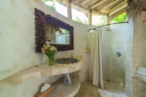 amor-boutique-hotel-angelito-bathroom-venetian-plaster