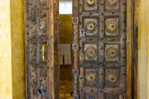amor-boutique-hotel-besito-antique-wood-doors