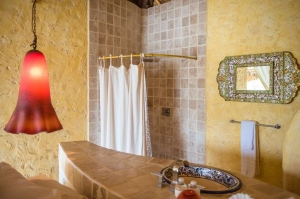 amor-boutique-hotel-besito-dulce-master-bathroom-luxury