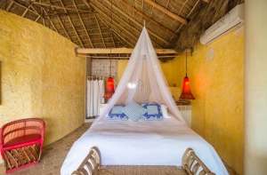 amor-boutique-hotel-besito-dulce-nmaster-bedroom-mosquito-net-palapa-roof