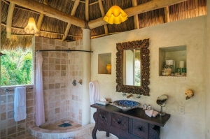 amor-boutique-hotel-de-amor-bathroom-luxury-vacation-rental