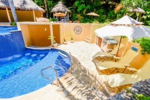 amor-boutique-hotel-in-sayulita-resort-pool-chairs