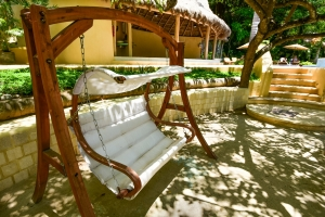 amor-boutique-hotel-in-sayulita-resort-pool-chairs (2)
