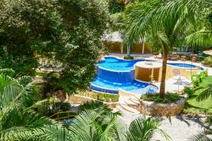 amor-boutique-hotel-in-sayulita-resort-pool-trees