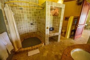 amor-boutique-hotel-mi-primer-beso-bathroom