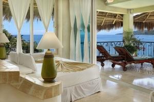 amor-boutique-hotel-sayulita-villa-bonita-lamp-ocean-view