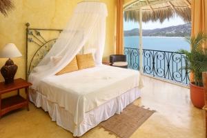 amor-boutique-hotel-sayulita-villa-tesoro-master-bedroom-ocean view