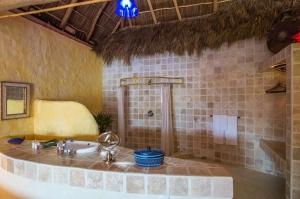 amor-boutique-hotel-sirenita-luxury-bathroom