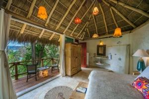 amor-boutique-hotel-villa-manana-ocean-view-room-palapa-roof-sayulita