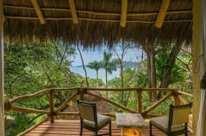 amor-boutique-hotel-villa-manana-ocean-view-room-rustic-balcony