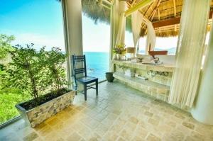 amor-boutique-hotel-villa-romance-ocean-view-master-bathroom