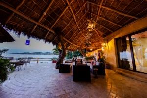 amor-boutique-hotel-villas-sayulita-villa-arboles-night-ocean-view