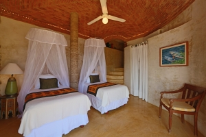 romantica-amorboutiquehotel-living-room-bedroom