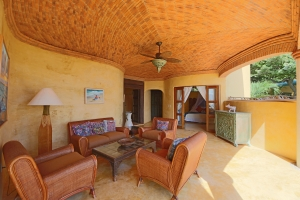 romantica-amorboutiquehotel-living-room1