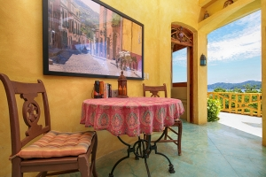 villa-serena-chairs-and-table-amor-boutique-hotel-sayulita